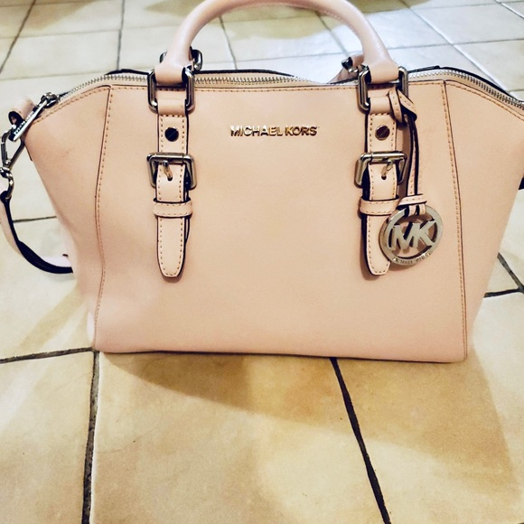 Michael Kors Handbags - Michael kors bag 👜👜